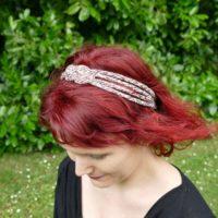 Bandeau ou headband pour l'été couleur rouge et porté sur mannequin