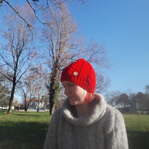 bonnet-modele-torsade-fait -main-couleur-rouge