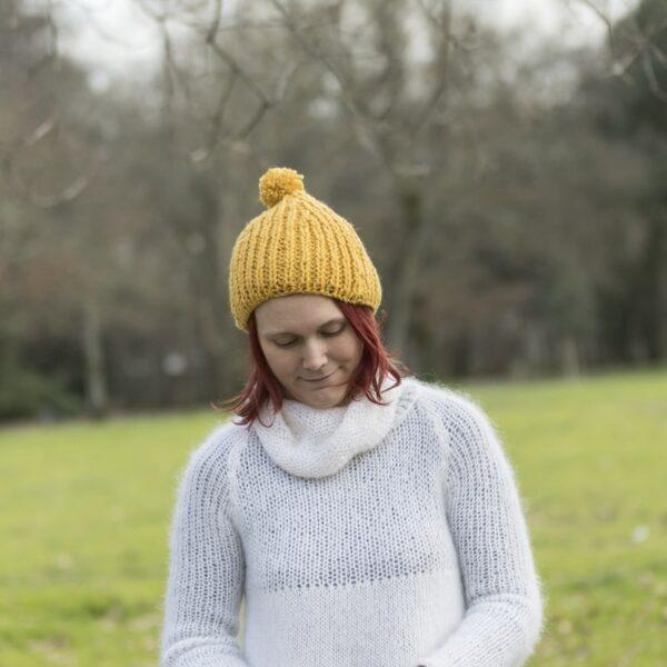bonnet-modele-cote anglaise-fait -main-couleur-jaune