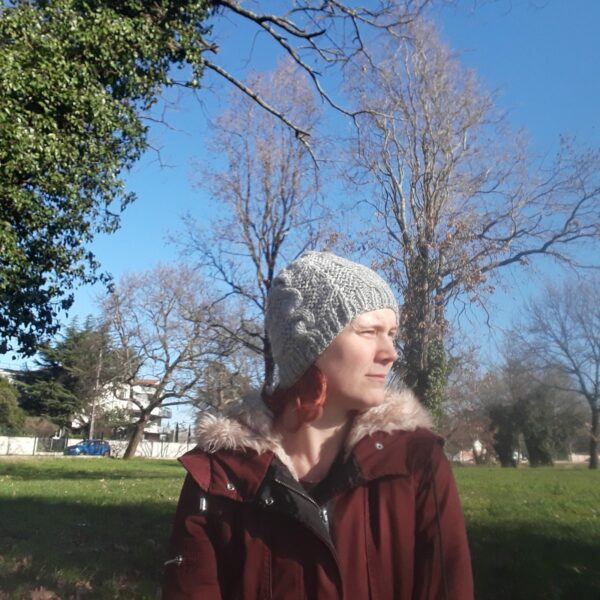 bonnet-modele-torsade-fait -main-couleur-gris