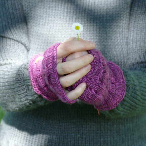 mitaine-fait-main-jersey-endroit-et-torsade-couleur-violet