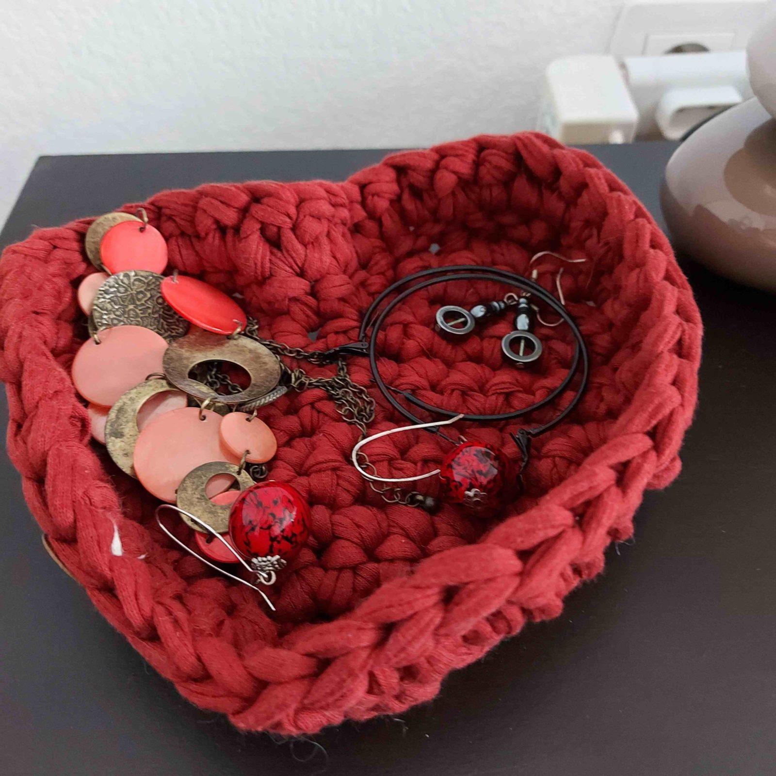 corbeille-coton-recycle-forme-coeur-couleur-bordeau