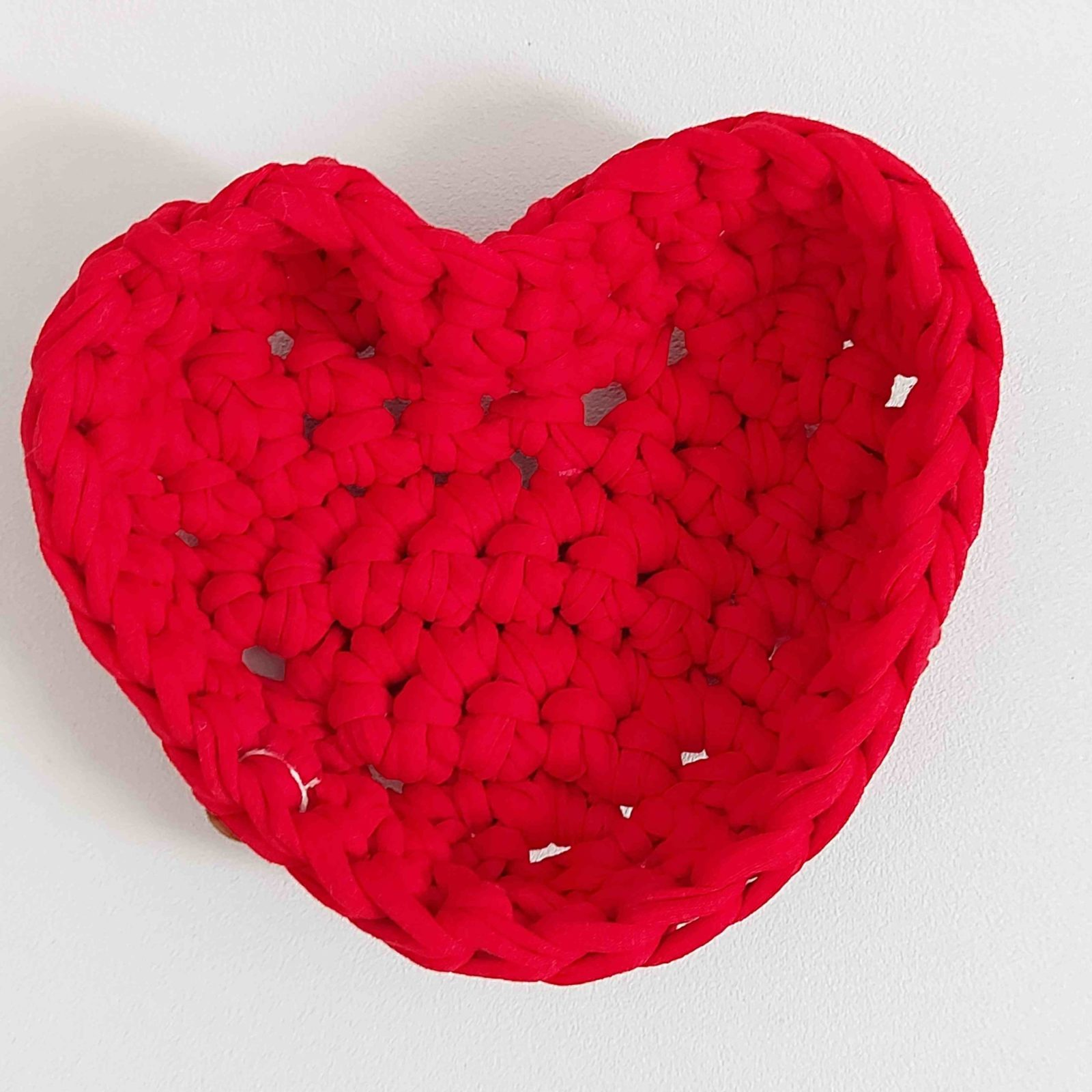 corbeille-coton-recycle-forme-coeur-couleur-rouge